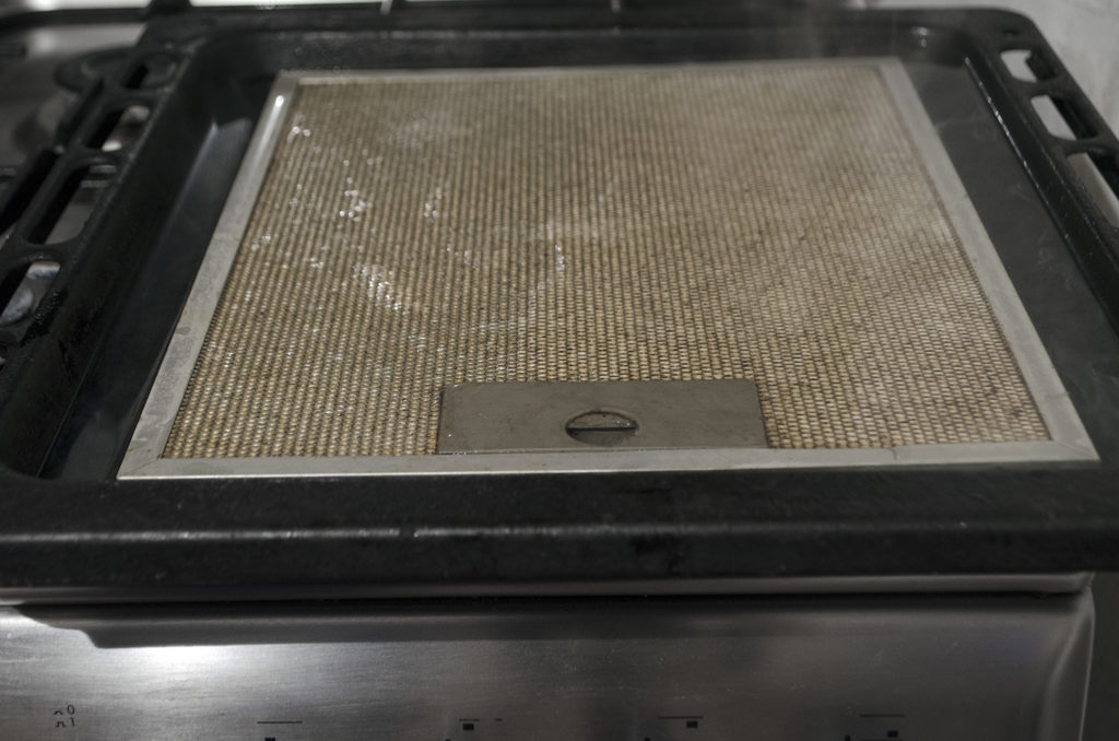 filtru hota curatat cu praf de copt